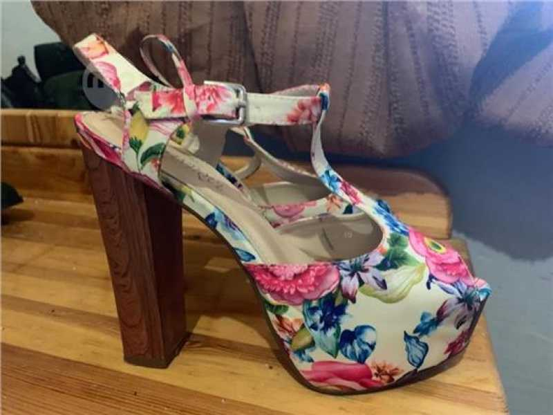 White Flowers Heel Only 5 Euros